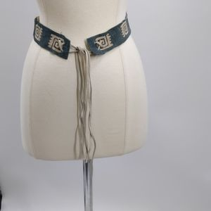 Fine leather tie belt-32 1/2 x 1 1/2 inches + ties